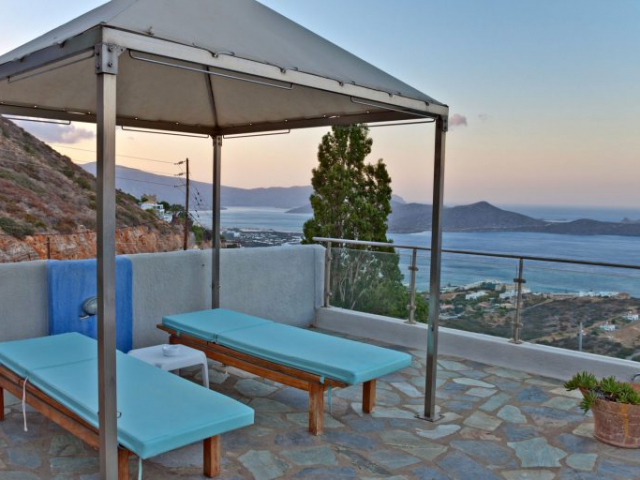 Sunbeds Sea View - Adrakos Apartments Elounda 01