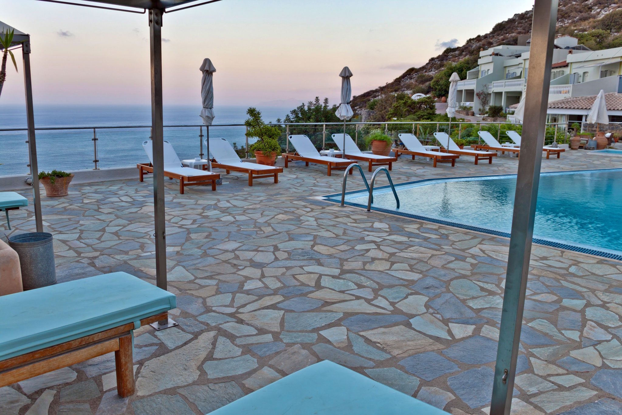 Sunbeds Sea View - Adrakos Apartments Elounda 01a